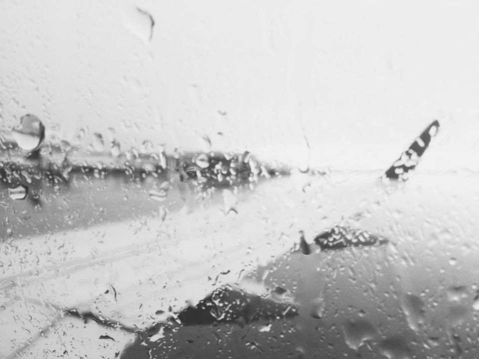 Lluvia desde la ventana de un avión